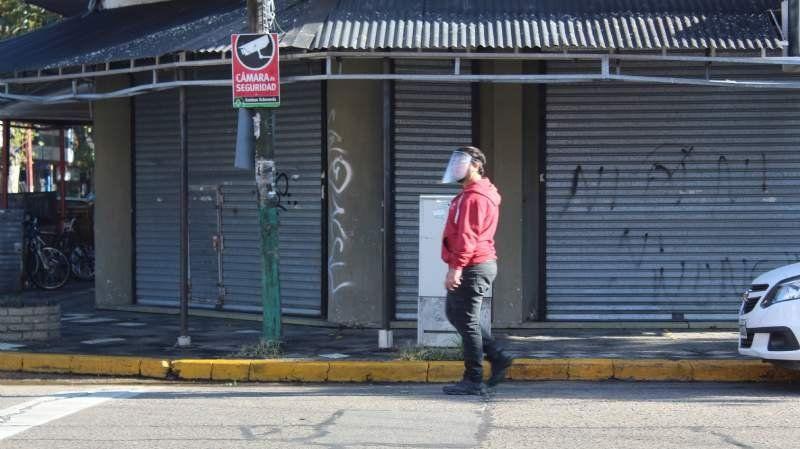 Galería de fotos: primer día de barbijo obligatorio en Esteban Echeverría