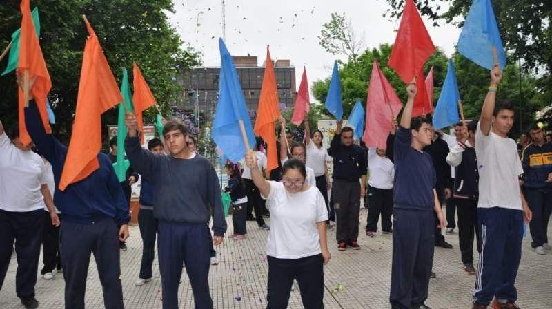 Estudiantes participaron de la Décima Gala Especial en la Plaza Mitre