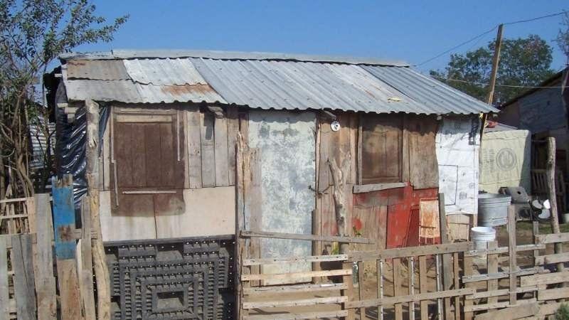 La policía recuperó un terreno usurpado por más de 12 familias