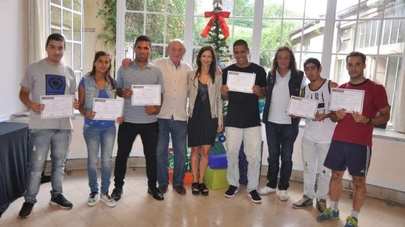 Egresaron ocho árbitros y recibieron sus correspondientes diplomas