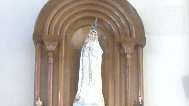 Colocan una réplica de la Rosa de Oro de Fátima en la parroquia Inmaculada Concepción