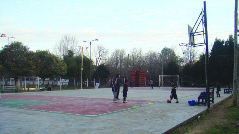 Empiezan a hacer obras en el playón del Polideportivo