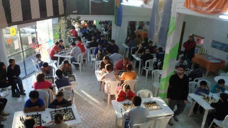 Encuentro de ajedrez en el Punto Cultural de Alejandro Korn
