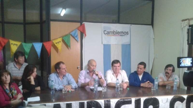 Guillermo Montenegro y el Momo Venegas, junto a Gómez en San Vicente