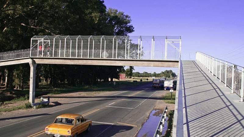 Desvían el tránsito de la ruta 205 en Cañuelas tras la caída de un puente peatonal