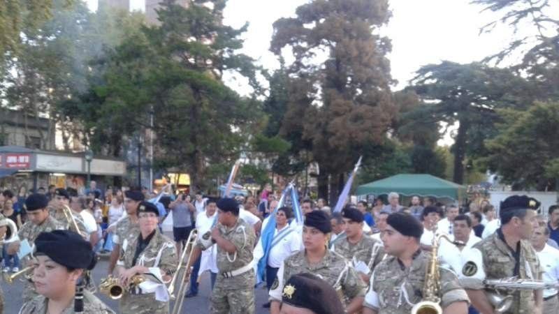 Desfile de Ex Combatientes de Malvinas por la calle Alem