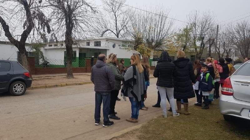 Evacuaron una escuela de Korn por un escape de gas