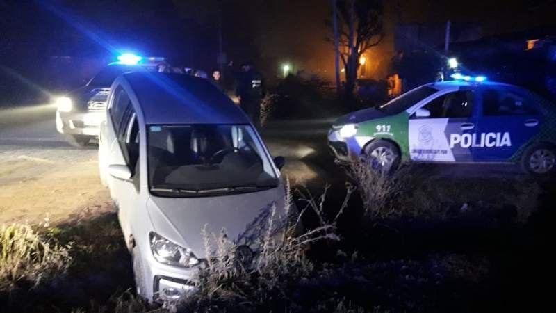 Dos menores robaron un auto, los persiguieron y terminaron en una zanja