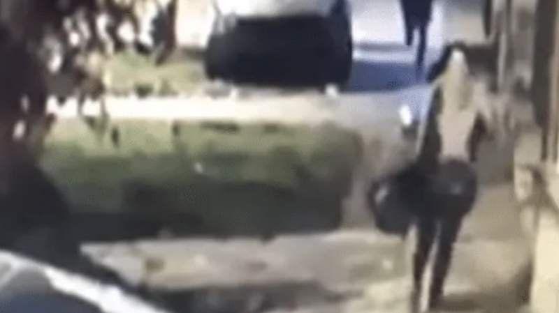 Video: brutal ataque de motochorros en Temperley, le robaron hasta la bufanda