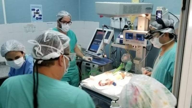 Operaron con éxito a un bebé prematuro: Era una misión imposible