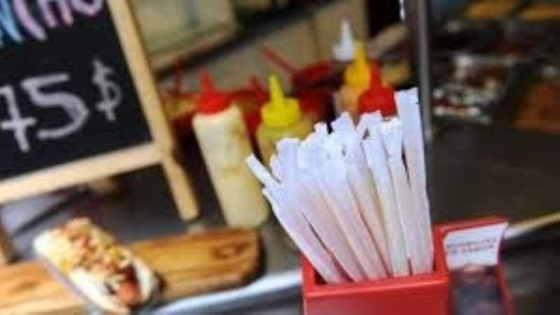 En Lanús ya no se podrán vender bebidas con vasos plásticos y sorbetes