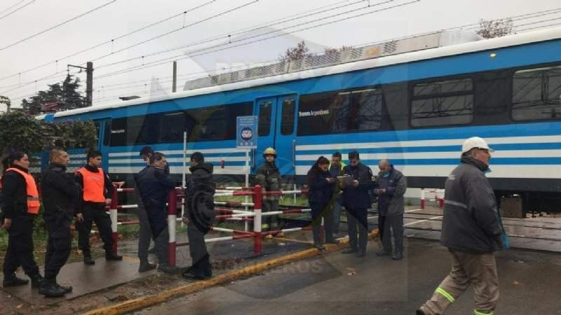 Accidente en el paso nivel de Burzaco: trenes no llegan a Glew/Korn