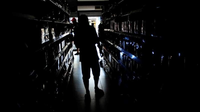 Tras varias horas del apagón, en algunas zonas se normaliza el suministro de luz