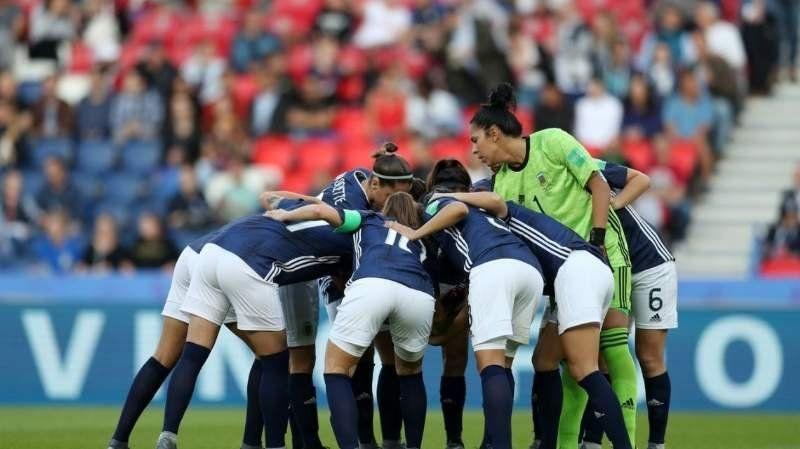 Vuelven las chicas: organizan un recibimiento al plantel de fútbol femenino en el Aeropuerto
