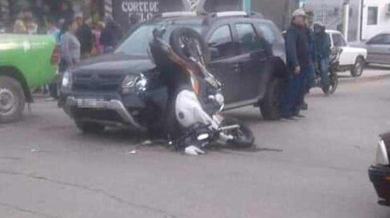 Budge: un motociclista resultó herido tras chocar contra una camioneta