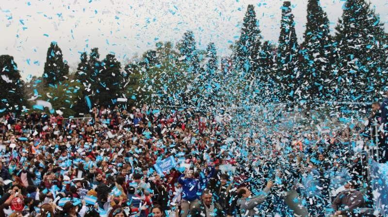 Ante 20 mil personas, alumnos de Lomas prometieron lealtad a la Bandera