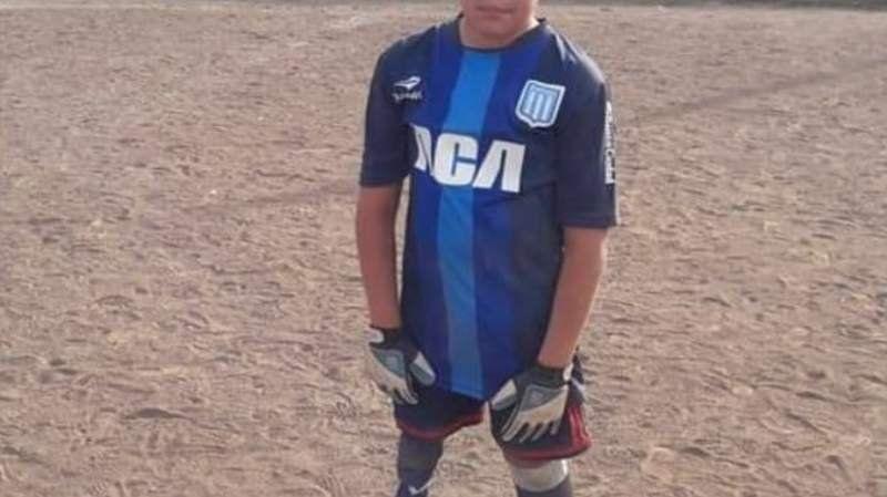 Benjamín, el pequeño que la rompe jugando al fútbol con una pierna ortopédica