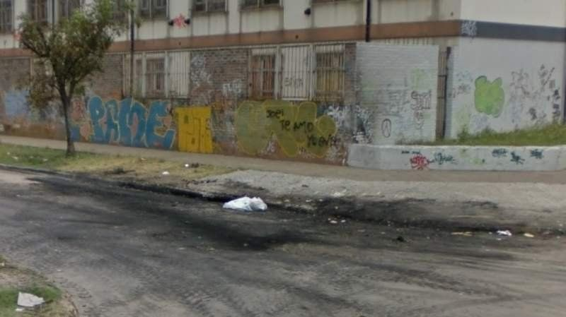 Villa Centenario: asesinaron a un joven de una puñalada a metros de su casa