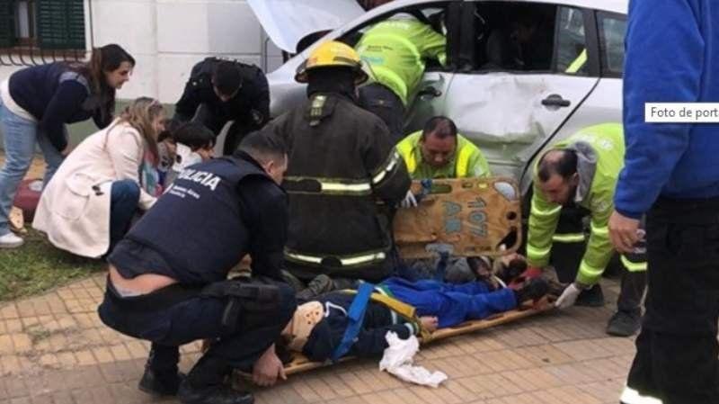 Mármol: Chocaron contra un colectivo y cuatro nenes resultaron heridos