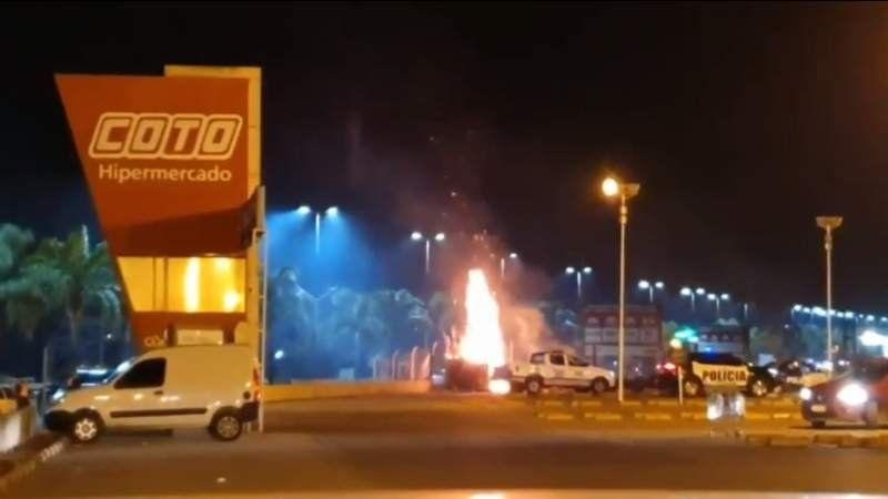 VIDEO: Así se incendió el predio lindero al Coto de Canning