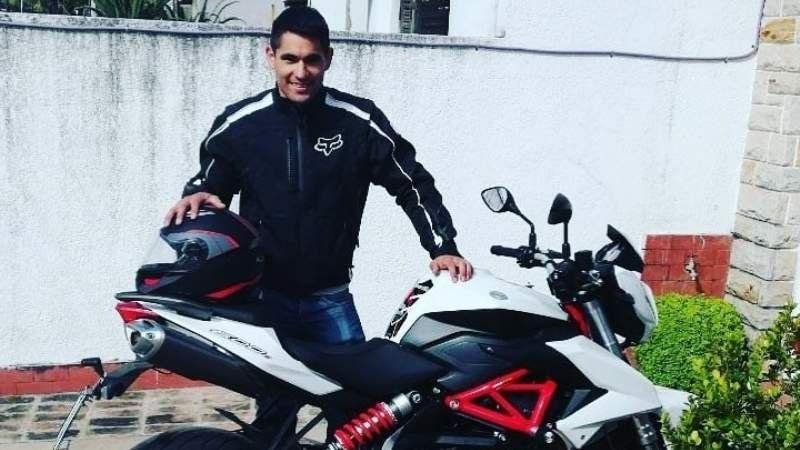 ¿Quién es el motociclista que murió en un accidente en Longchamps?