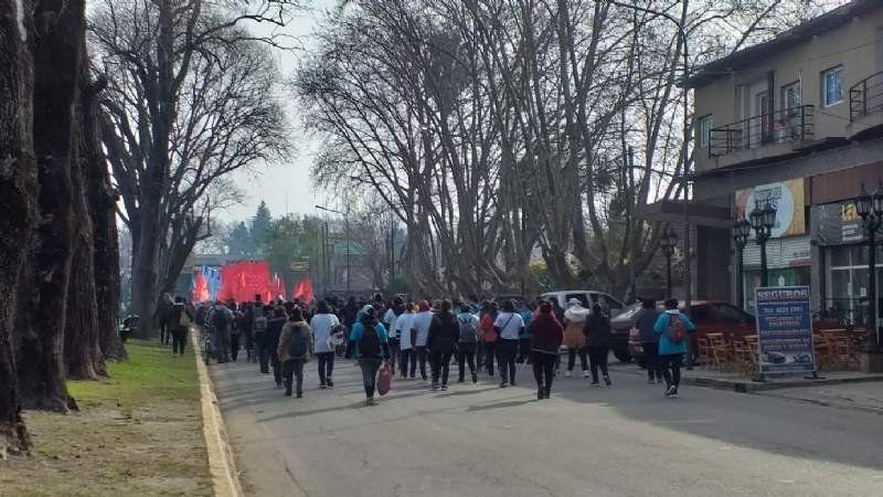 Distintas organizaciones sociales marchan a La Serenísima para pedir lácteos