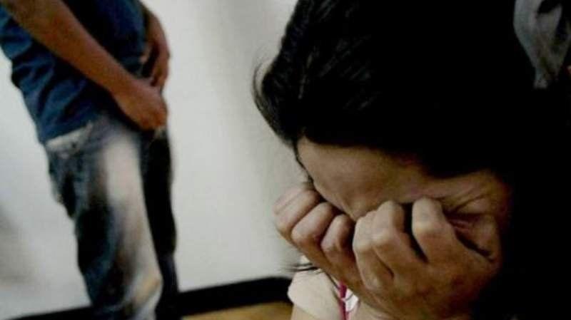 Detuvieron a un hombre acusado de abusar a su hijastra en Longchamps