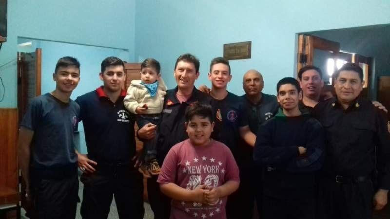 La historia de Lautaro: nació en el cuartel de Bomberos y allí celebró su cumpleaños