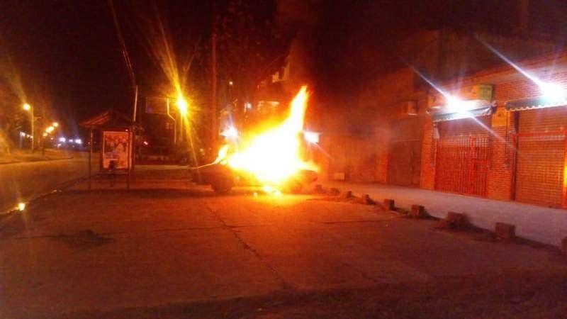 Claypole: Un auto abandonado fue encontrado en llamas