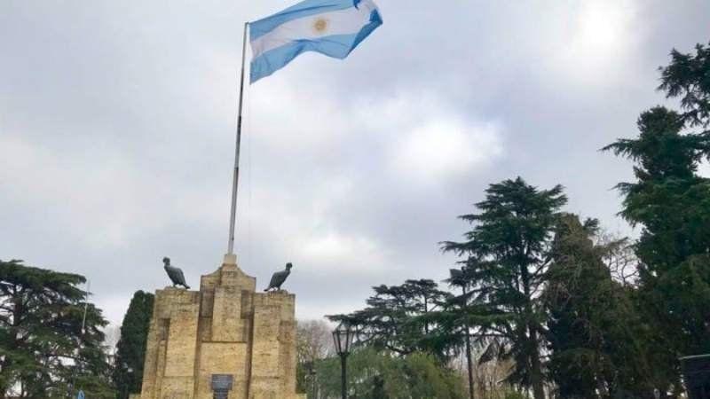 El monolito a la bandera de Burzaco fue declarado monumento nacional