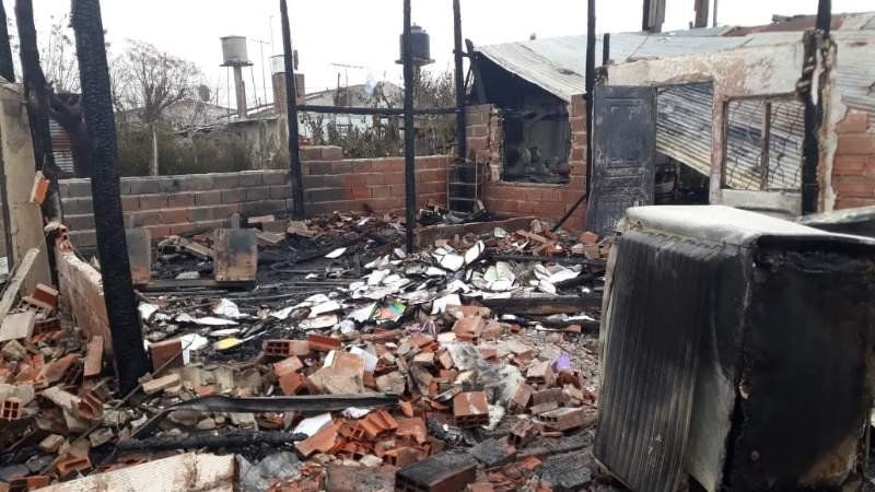 Organizan un evento a beneficio para una familia que perdió todo en un incendio