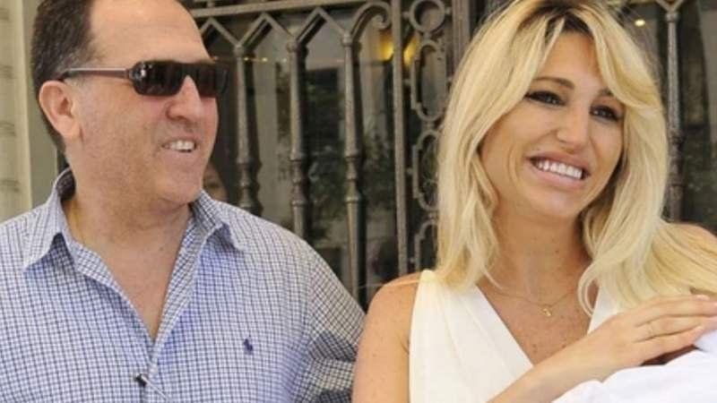 Aseguran que Vicky Xipolitakis y Javier Naselli se habrían casado por contrato
