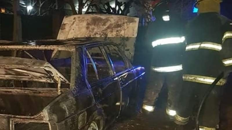 Robaron e incendiaron un auto en Alejandro Korn en plena tarde