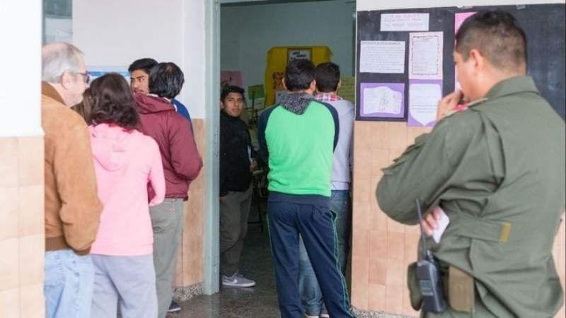 Habilitan a gendarmes y policías a votar en la escuela que custodian