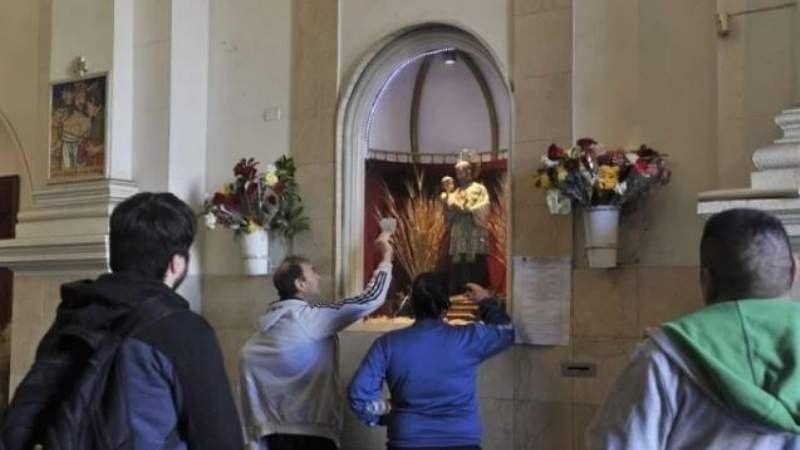 Miles de personas se congregan hoy para honrar a San Cayetano