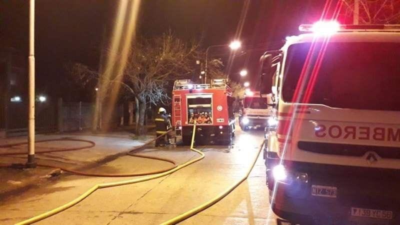 Se incendió una carpintería en Monte Grande