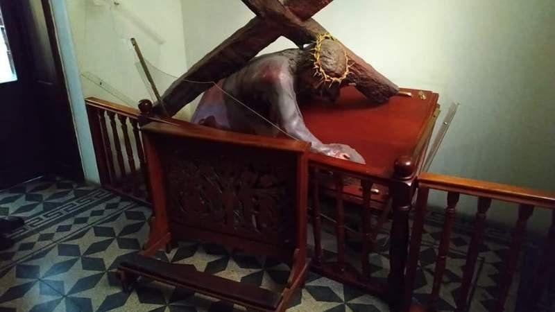 Un hombre causó destrozos en la Iglesia de Monte Grande