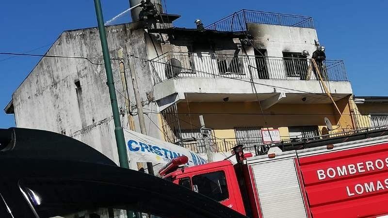 Se incendió un departamento sobre la avenida Juan XXIII