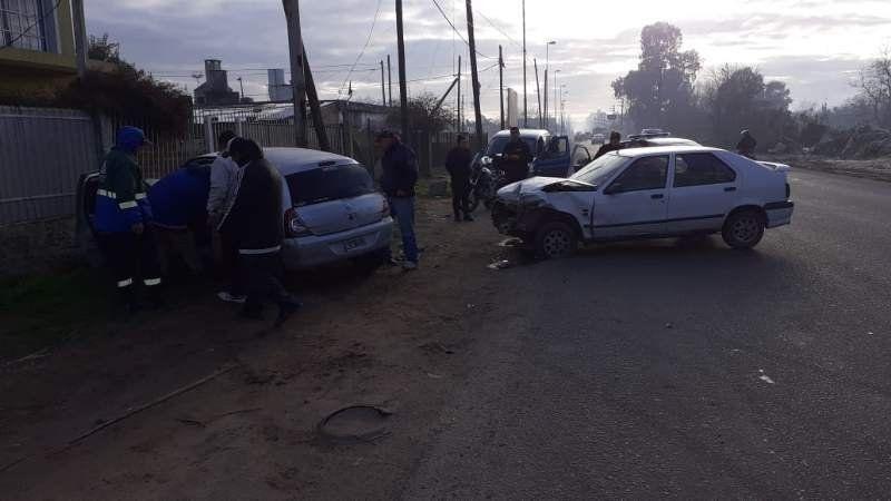 Choque entre dos autos en Ruta 4: tres heridos