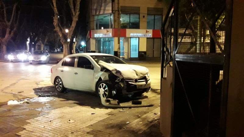Monte Grande: un auto se incrustó contra el restaurant Comer