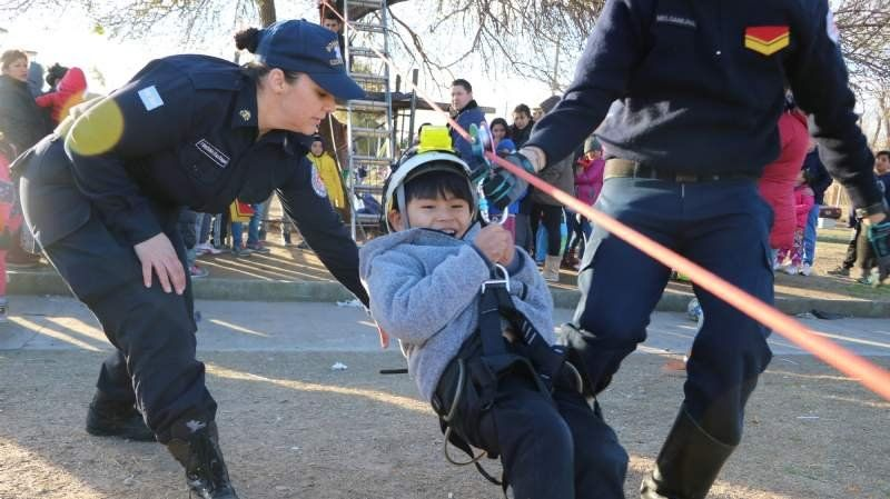 Bomberos Voluntarios festejaron el Día del Niño en 9 de Abril