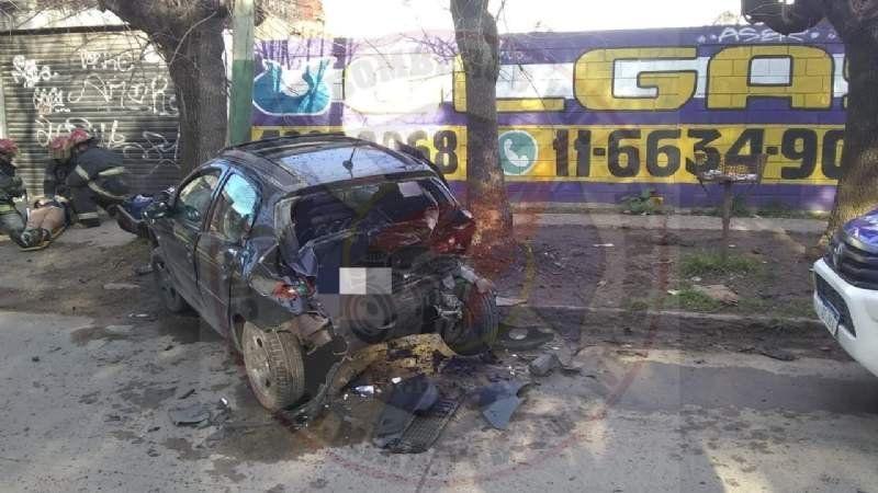 Brutal choque en Longchamps terminó con un hombre herido