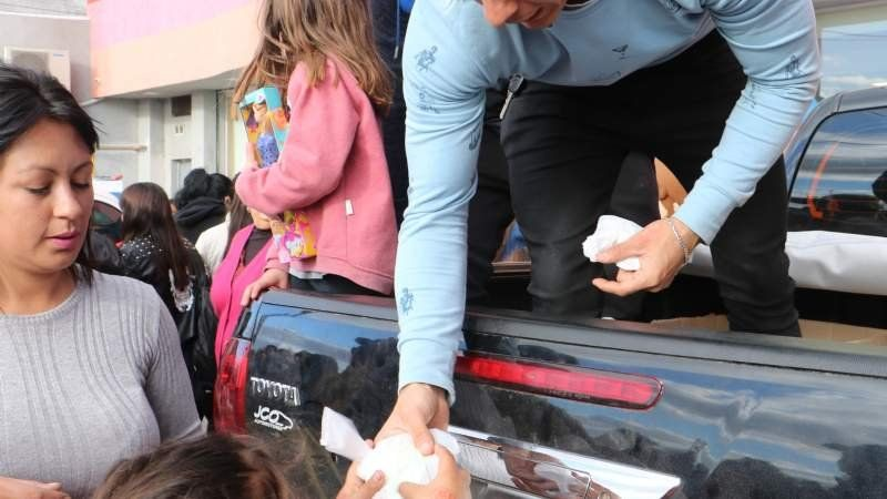Multitudinario festejo por el Día del Niño en una panadería de El Jagüel