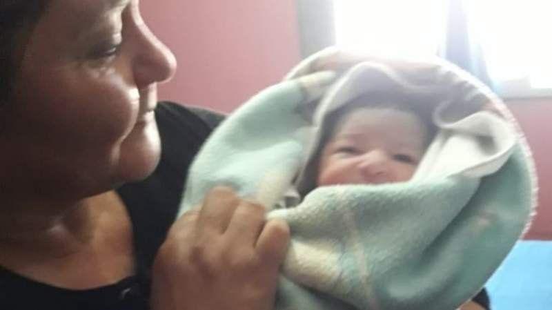 Encontraron a una bebé recién nacida abandonada en Longchamps