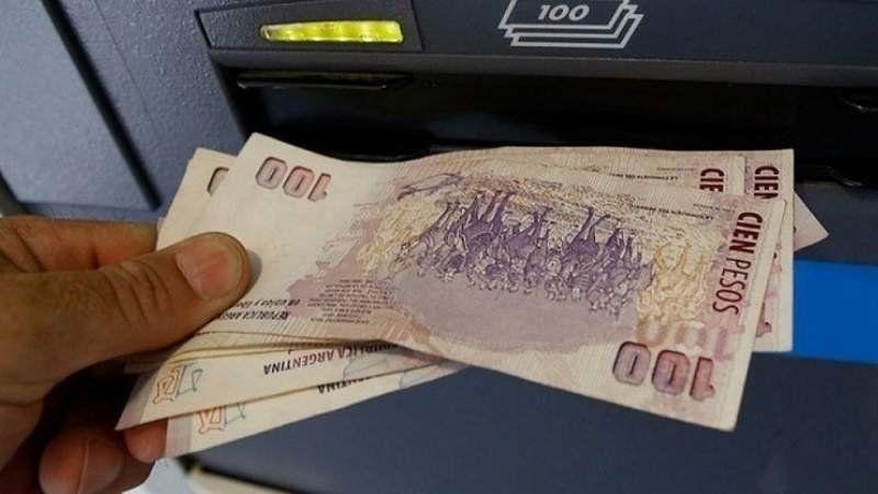 El Gobierno oficializó el pago de un bono de 5 mil pesos a los estatales