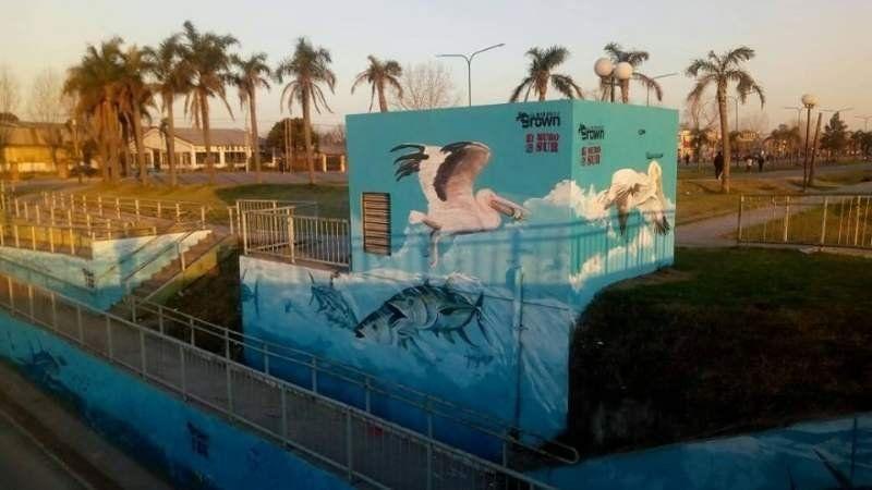 Realizaron un mural acuático en el bajo nivel de Glew
