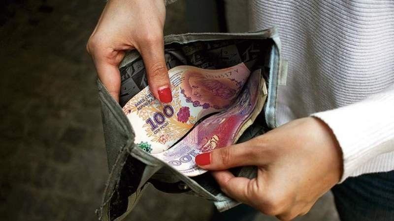 Salario Mínimo: El Gobierno dispuso un aumento del 35% en tres cuotas