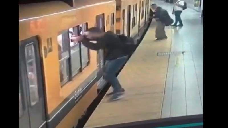 VIDEO: increíble triple robo por la ventana del subte en la línea C