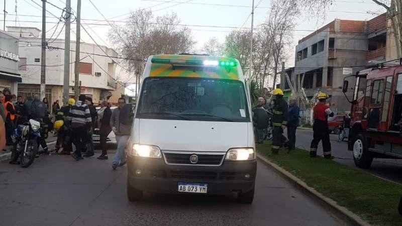 Grave accidente en San Vicente: quedó con la pierna atrapada en la moto