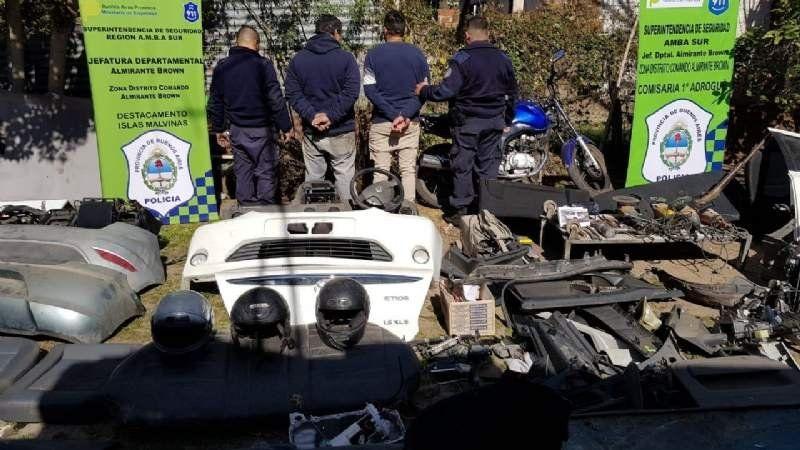 Rastreaban un auto robado y encontraron un desarmadero clandestino en Adrogué